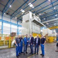Die Teams von Meleghy Automotive und Schuler arbeiteten bei der Modernisierung der 1.500-Tonnen-Presse sehr gut zusammen